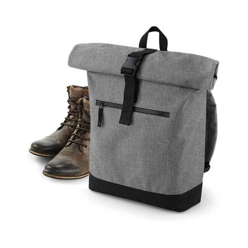 Roll-Top Backpack mit Tragegriff, gepolsterten, verstellbaren Schultergurten, gepolstertem Rückenteil und Boden und Laptopfach innen. Boden und Gurte in schwarzem Nylon. Hauptfach wird eingerollt und dann mit Schnellverschluß befestigt.